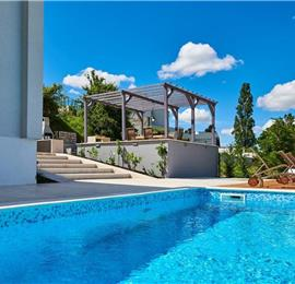 4 Bedroom Villa with Pool and Jacuzzi in Momjan, Sleeps 8