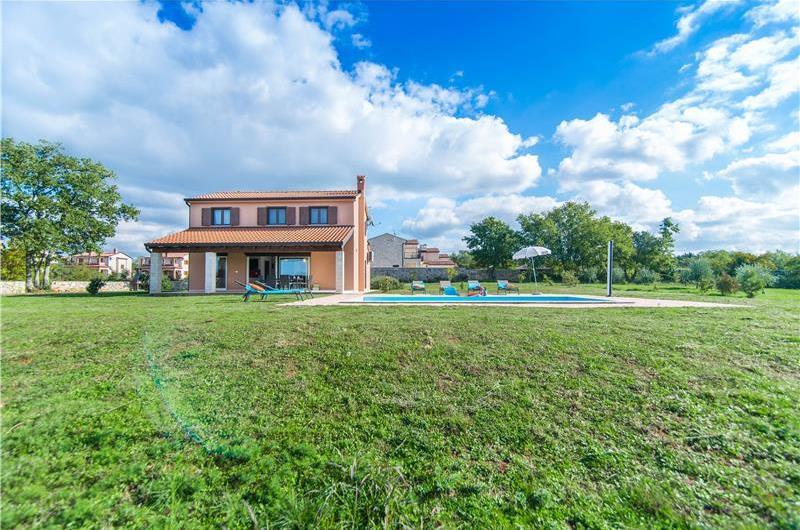 3 Bedroom Istrian Villa with Pool near Porec, Sleeps 5-6