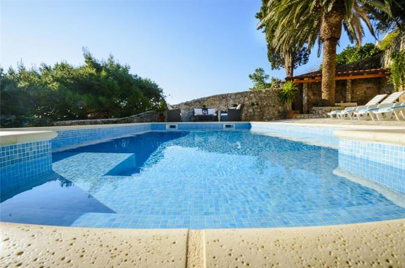 4 Bedroom Seaside Villa with Pool in Mlini near Dubrovnik, Sleeps 8