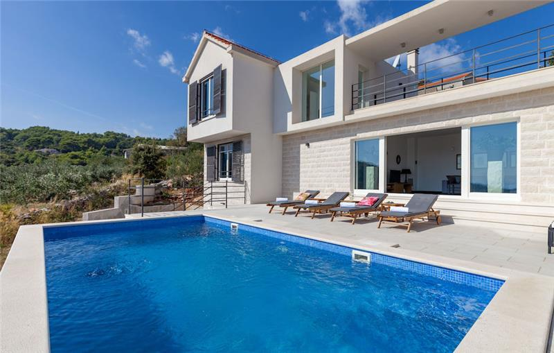 4 Bedroom Brac Island Villa with Pool, Sleeps 8