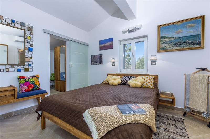 3 Bedroom Brac Island Villa with Infinity Pool near Supetar, Sleeps 6-8
