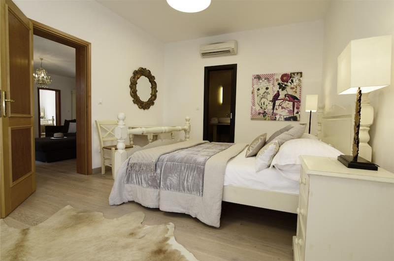 Luxury 6 Bedroom Seaside Villa with Heated Infinity Pool near Sumartin on Brac Island, Sleeps 14