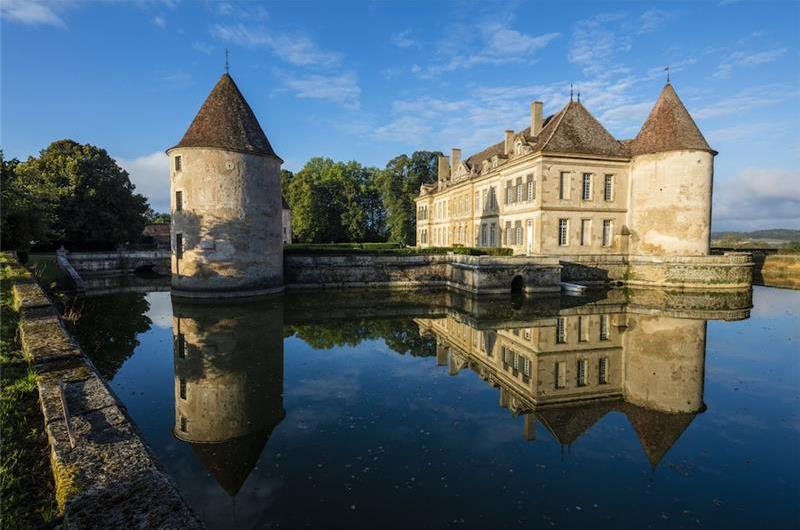 Magnificent 8 Bedroom Burgundy Chateau with Bassin Pool, Sleeps 14-18