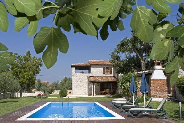 2 Bedroom Villa with Pool near Sveti Lovrec, sleeps 4