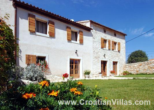 4 Bedroom Villa with Pool near Pula, sleeps 8-10