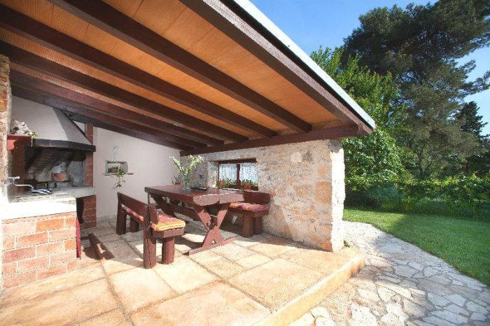 4 Bedroom Villa with Pool near Pula, sleeps 8-10