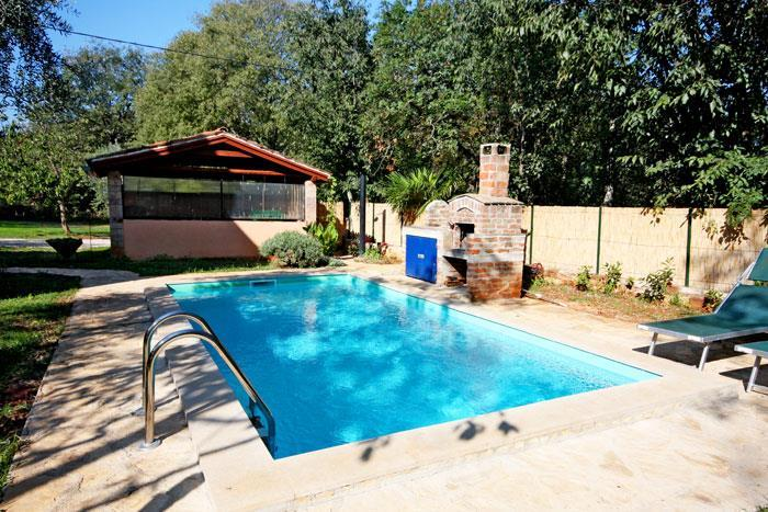 2 Bedroom Villa with Pool near Umag, sleeps 4