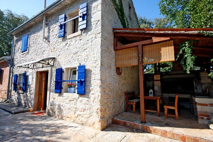 2 x 2 Bedroom Villas with Pools Near Umag, Sleeps 8