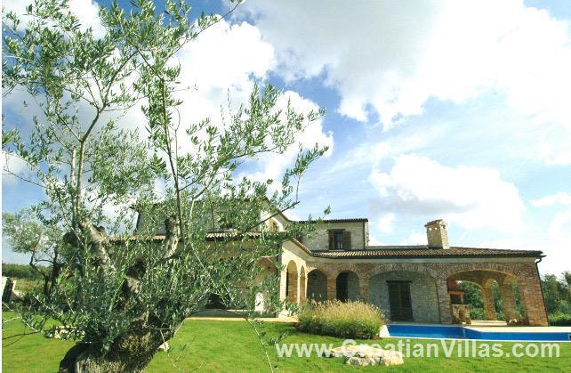 4 Bedroom Villa with Pool near Sveti Lovrec, Istria, Sleeps 8