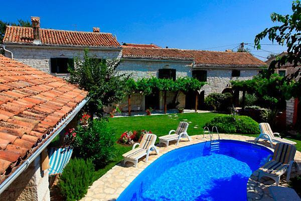 4 Bedroom Villa with Pool near Kanfanar, Sleeps 8