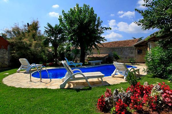 4 Bedroom Villa with Pool near Kanfanar, Sleeps 8