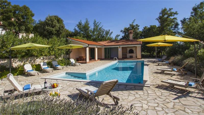 4 Villas with 2 Shared Pools near Rabac, Sleeps 38