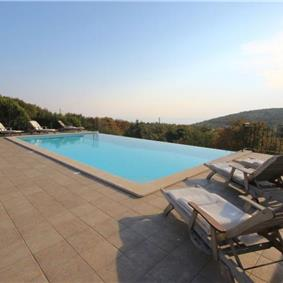 4 Bedroom Villa with Infinity Pool near Rabac, Sleeps 8