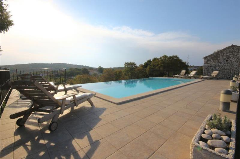 4 Bedroom Villa with Infinity Pool near Rabac, Sleeps 8