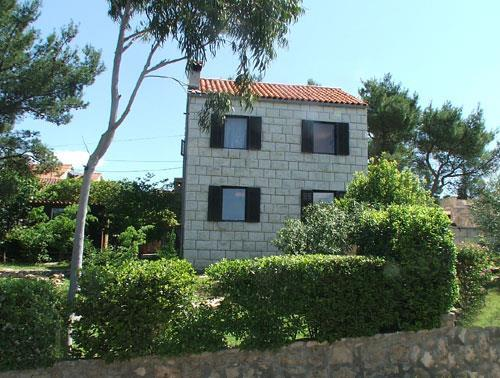 2 Bedroom Villa in Splitska on Brac Island, Sleeps 5