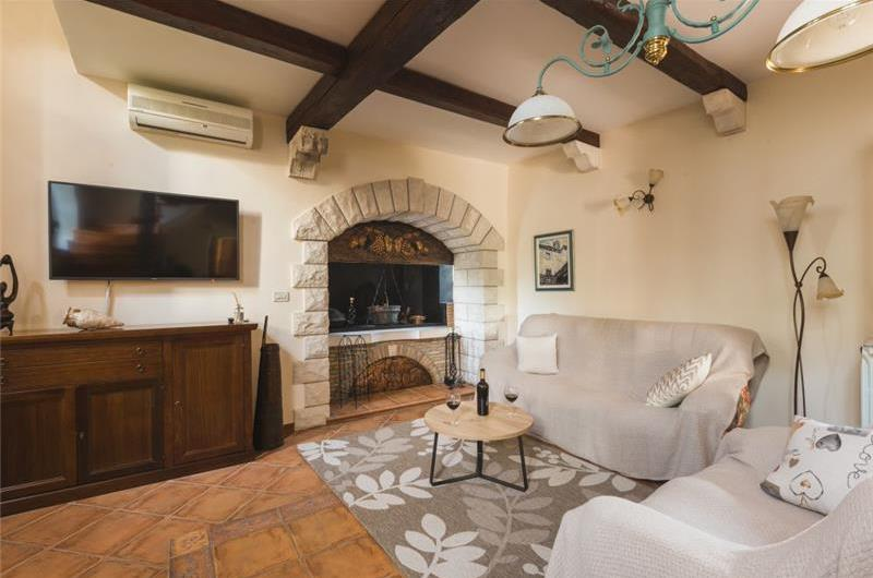 2 Bedroom Villa with Pool in Momjan, sleeps 2-4