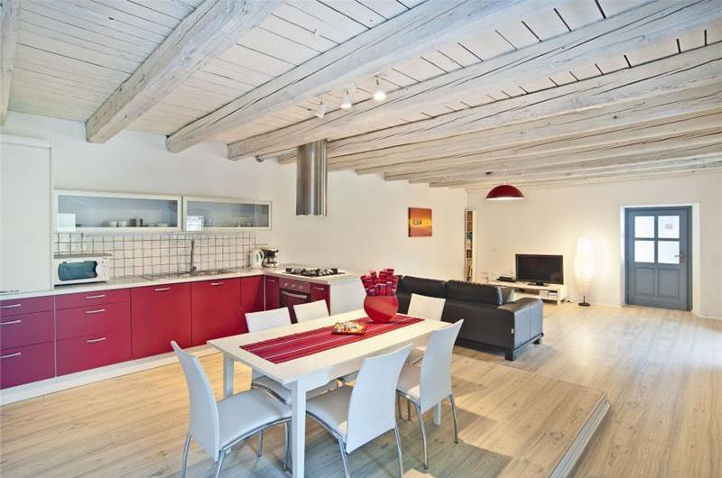 2 Bedroom Villa with Pool in Stifanici near Baderna, Sleeps 4