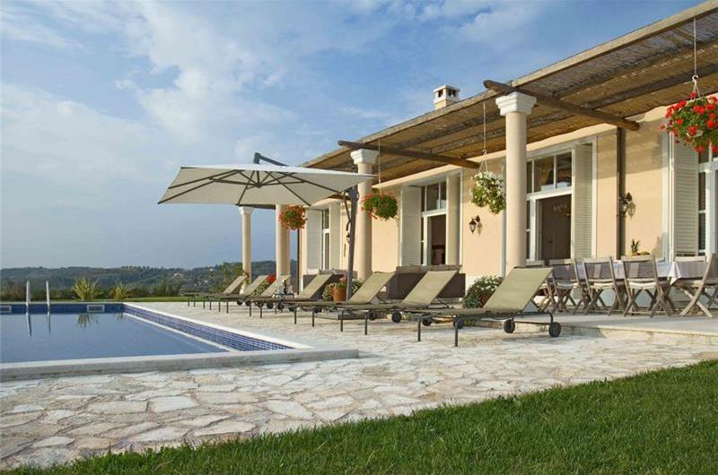 5 Bedroom Luxury Villa with Heated Pool, Maid and Chef Service near Groznjan, sleeps 10