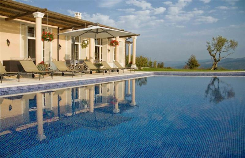 5 Bedroom Luxury Villa with Pool near Groznjan, sleeps 10