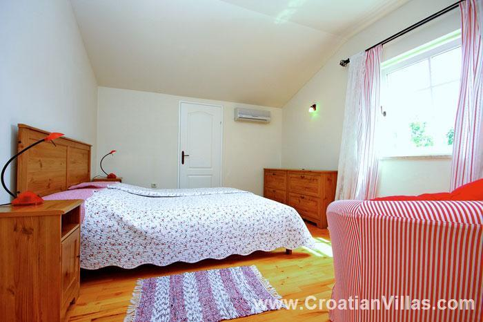 3 Bedroom Villa with Pool near Sveti Lovrec, Istria. Sleeps 6-9