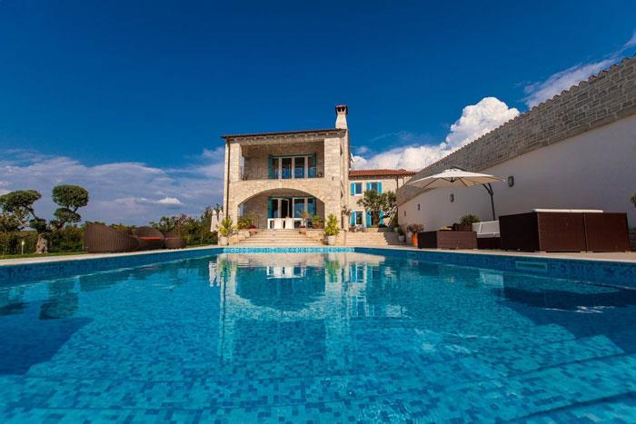 4 Bedroom Luxury Villa with Pool near Buje, Istria, Sleeps 8