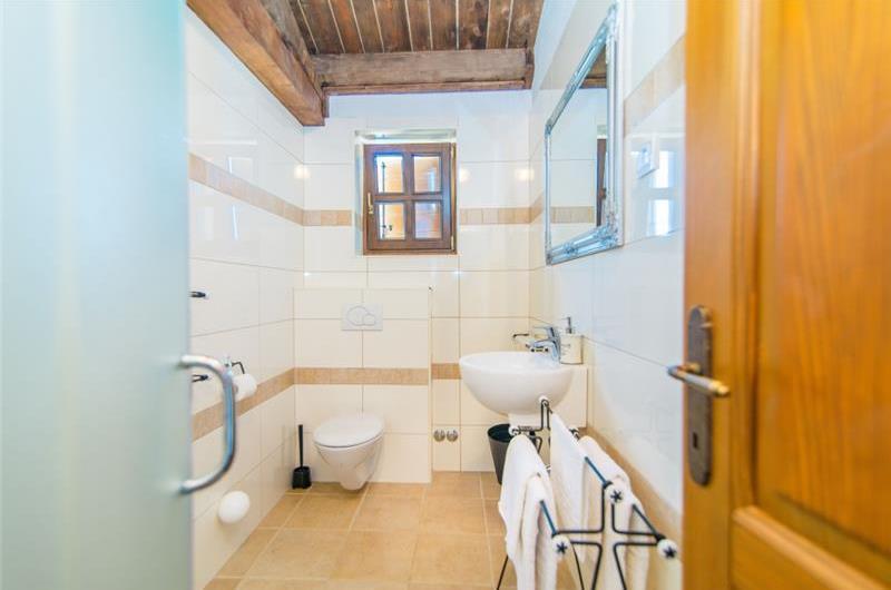 3 Bedroom Istrian Villa with Pool near Sveti Lovrec, sleeps 6