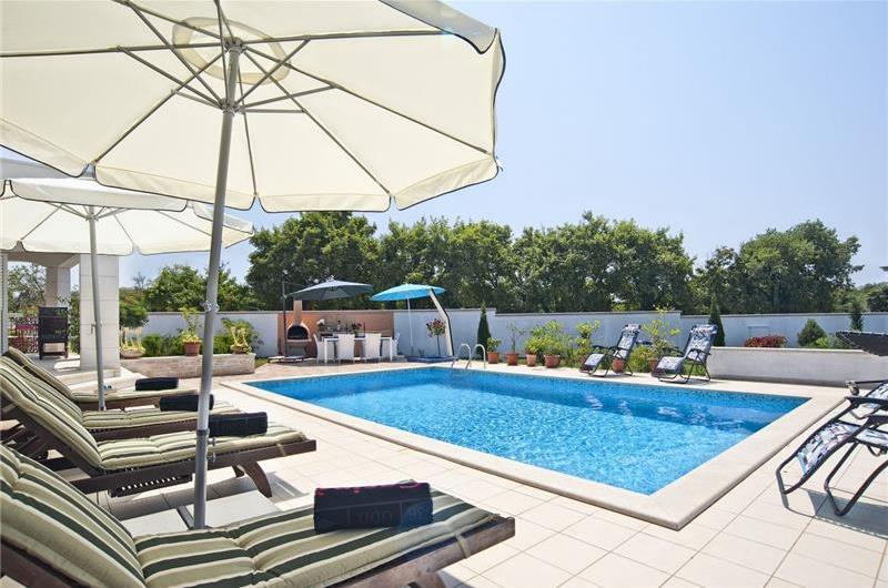 4 Bedroom Istrian Villa with pool in Sveti Vincenat, Sleeps 8