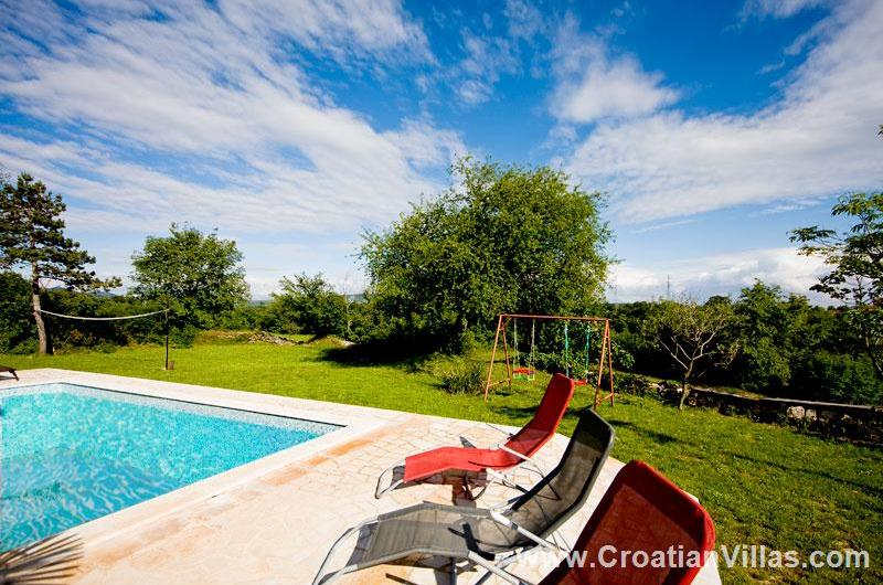 3 Bedroom Villa with Pool near Labin. Sleeps 6-8