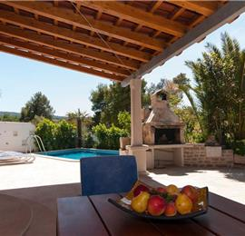2 Bedroom Villa with Pool in Mirca on Brac, Sleeps 4-7