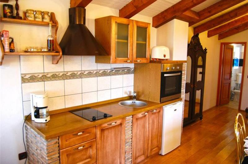 2 Bedroom Villa with studio Apartment and Pool near Porec, Sleeps 4-8