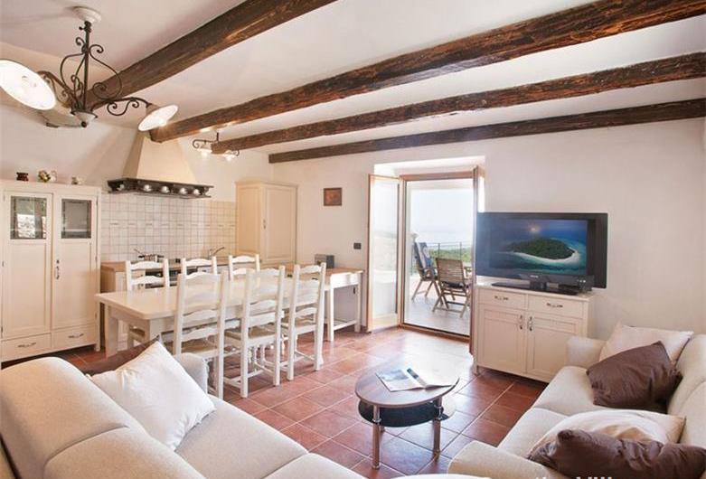 2 Bedroom Istrian Villa with Pool near Labin, Sleeps 4-6